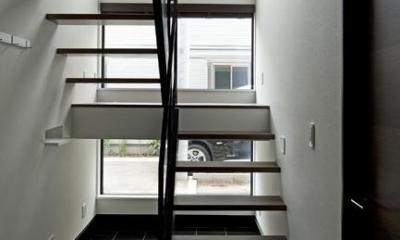 八雲の黒家 (オープン型階段)