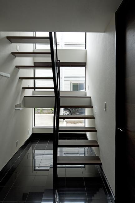 八雲の黒家の部屋 オープン型階段