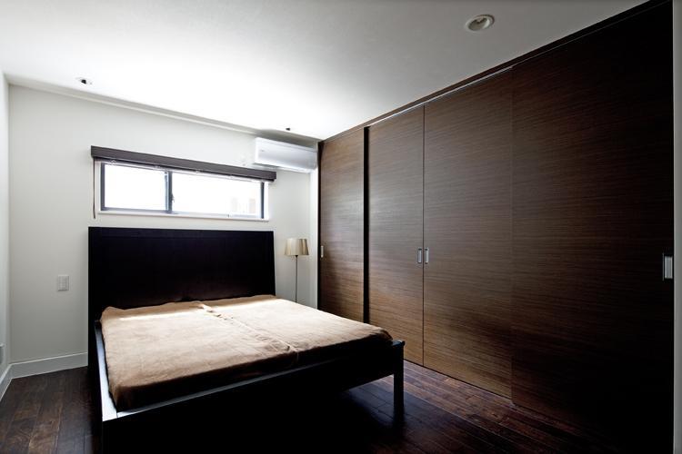 八雲の黒家の部屋 シンプルな寝室