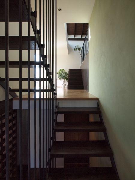 七里ヶ浜の家の部屋 階段