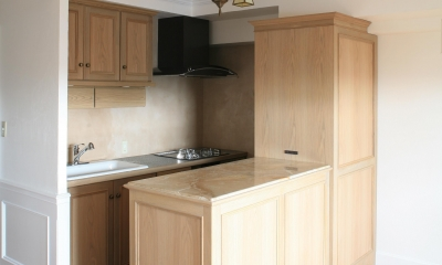 O邸 (冷蔵庫が隠れるキッチン)