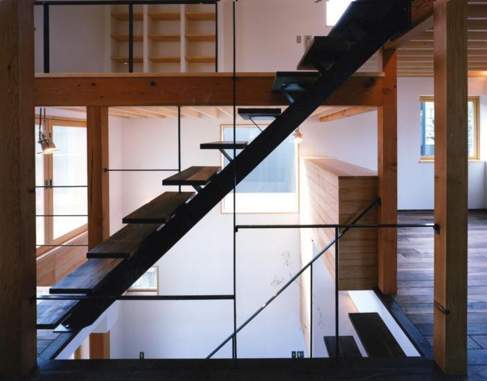 窓の家の部屋 オープン型階段