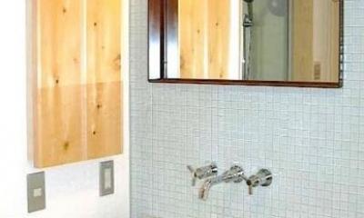 窓の家 (タイル張りの洗面台)