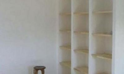 窓の家 (白い収納棚)