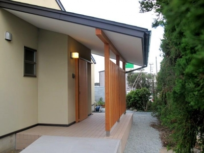 牧之原の家 (スロープのある玄関)