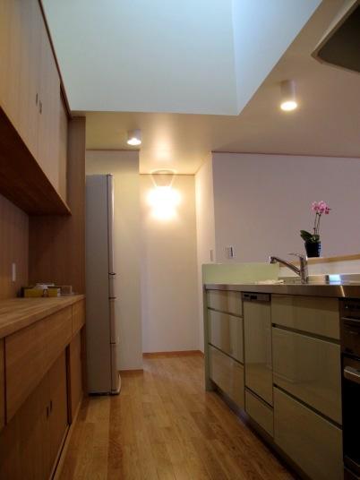 牧之原の家の部屋 収納が多いキッチン
