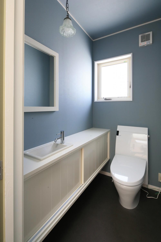K邸 (ブルーと白のコントラスト)