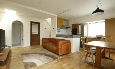 K邸・小さな個室と大きなリビング、心地のよい暮らし方 (温かみ溢れる広々LDK)