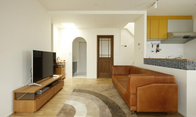 K邸・小さな個室と大きなリビング、心地のよい暮らし方 (リビング-寛ぎのスペース)