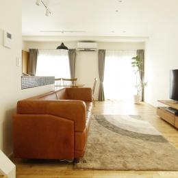 K邸・小さな個室と大きなリビング、心地のよい暮らし方 (光に満ちた寛ぎリビング)