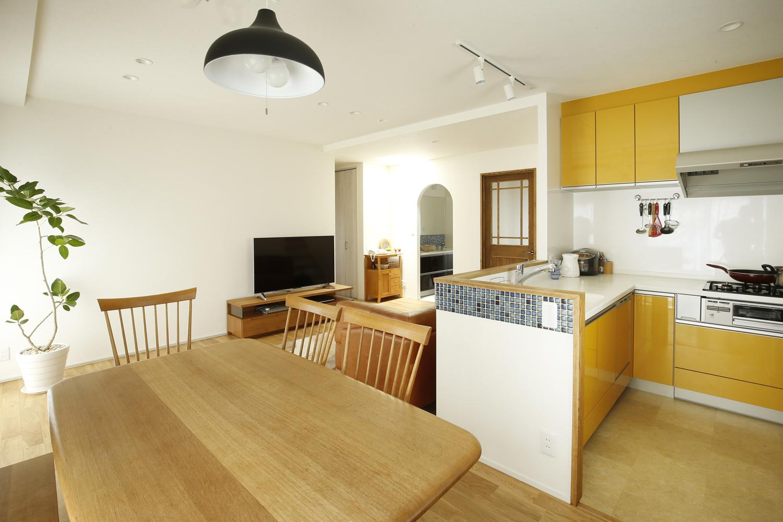 K邸・小さな個室と大きなリビング、心地のよい暮らし方の写真 心地の良い開放的なLDK