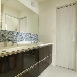シンプルモダンな洗面室