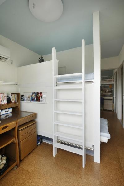 子供部屋-二段ベッドを造作 (K邸・小さな個室と大きなリビング、心地のよい暮らし方)