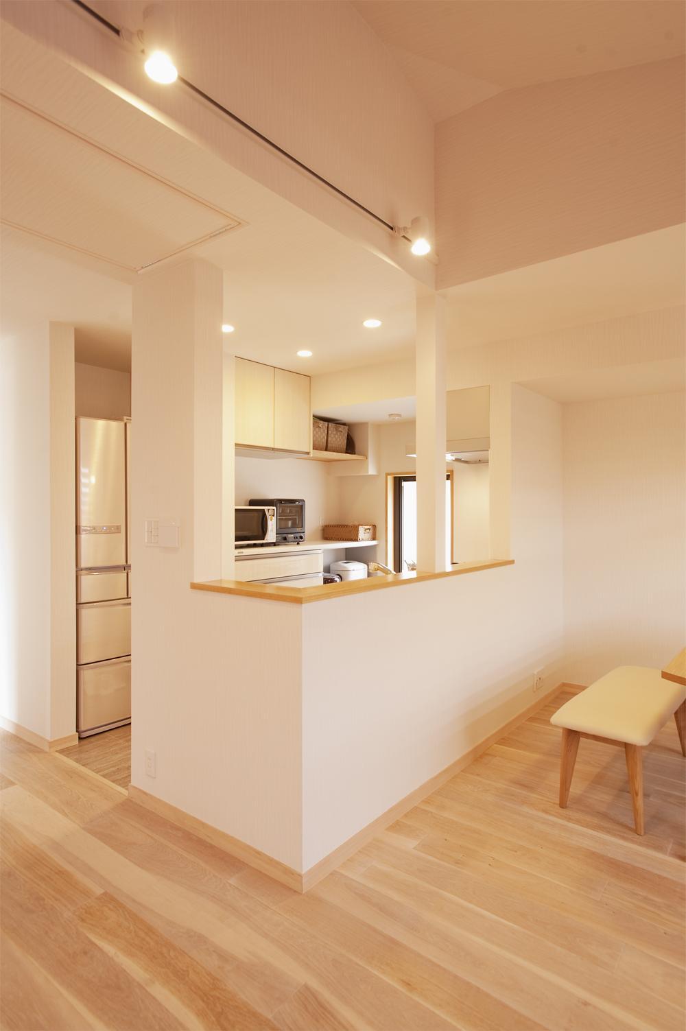 K邸・みんなでお家に帰ろう!の写真 オープンな対面式キッチン