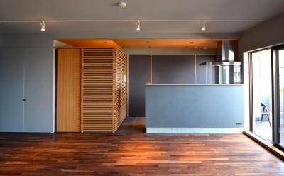 落ち着いた佇まいのキッチン (千葉県市川市Wさんの家)