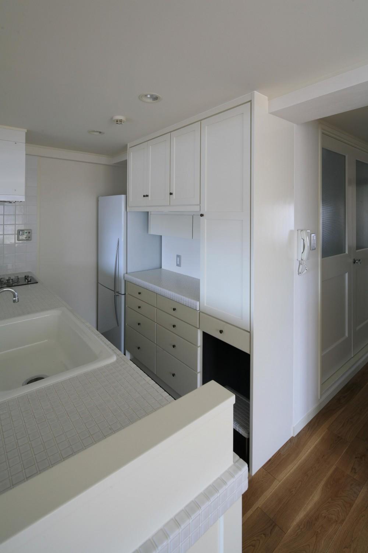 K邸 (計算された使いやすいキッチン収納棚)