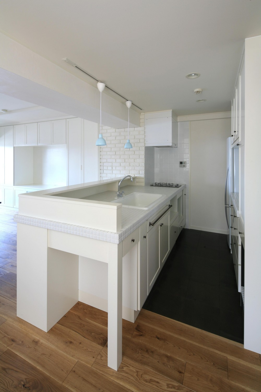 K邸 (白で統一された清潔感のあるキッチン)