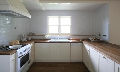 M邸 (木目とホワイトが美しいナチュラルキッチン)