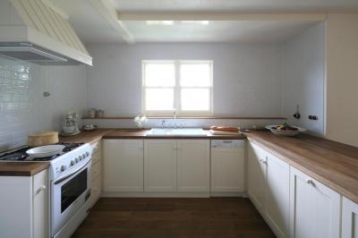 木目とホワイトが美しいナチュラルキッチン (M邸)