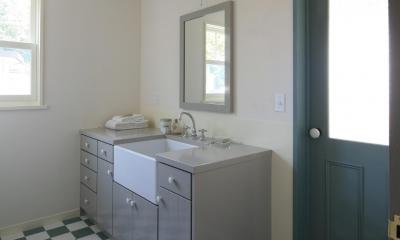 M邸 (レトロな雰囲気漂う個性的な洗面台)