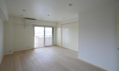 S邸 (大きな窓が開放的な寝室)