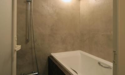 S邸 (モルタルのシックな浴槽)