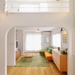 F邸・家族の笑顔が生まれる、明るく暖かな2階リビング (開放的な2階リビング)