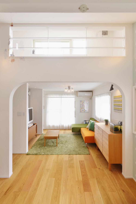 F邸・家族の笑顔が生まれる、明るく暖かな2階リビングの部屋 開放的な2階リビング