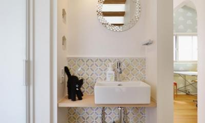 F邸・家族の笑顔が生まれる、明るく暖かな2階リビング (手洗いスペース)