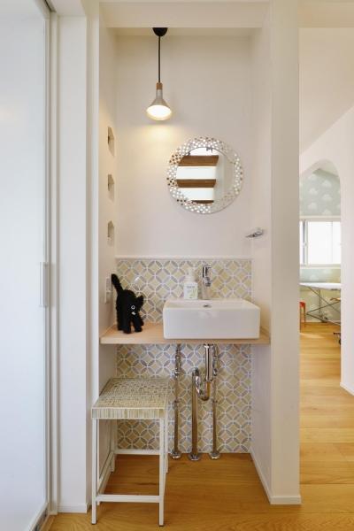 手洗いスペース (F邸・家族の笑顔が生まれる、明るく暖かな2階リビング)