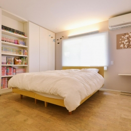 F邸・家族の笑顔が生まれる、明るく暖かな2階リビング (開放的なベッドルーム)