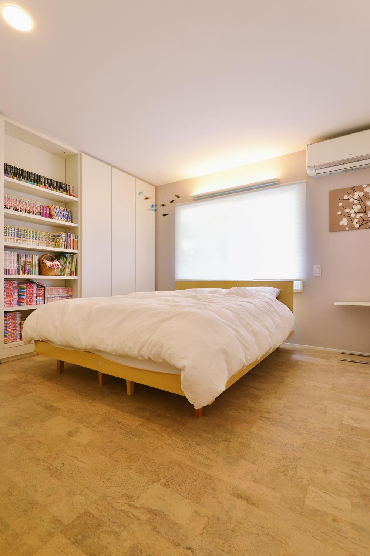 F邸・家族の笑顔が生まれる、明るく暖かな2階リビングの部屋 開放的なベッドルーム