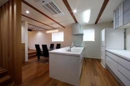 夕陽ヶ丘の家 其の二 (白で統一されたキッチン)