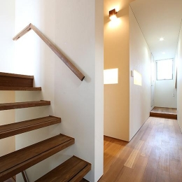夕陽ヶ丘の家 其の二 (手すりのあるオープン型階段)
