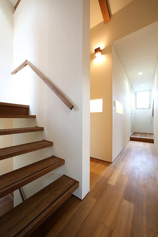 夕陽ヶ丘の家 其の二の写真 手すりのあるオープン型階段