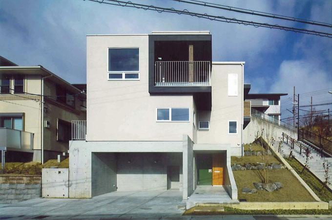 宝塚の家の部屋 斜面地に建つ住宅