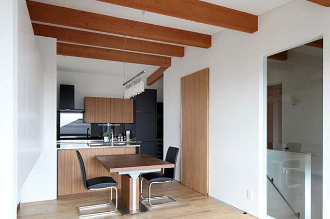 宝塚の家の部屋 シンプルなダイニングキッチン