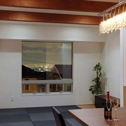 宝塚の家 (神戸の港の夜景が一望できるリビング)