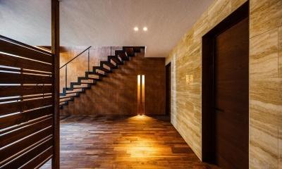 高石の家 (玄関ホール)