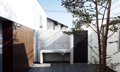 house and atelier PTL (中庭)