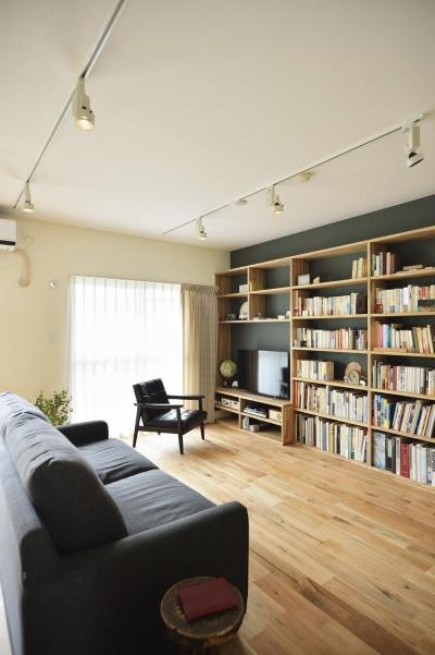 リビング-テレビボード兼壁面収納 (K邸・暮しを彩る収納のある家)