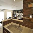 K邸・暮しを彩る収納のある家の写真 キッチンからの眺め
