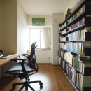 大容量壁面収納のある書斎
