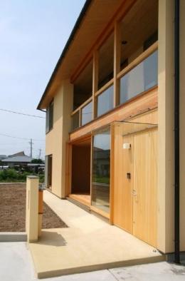 東海の家 (アプローチのある玄関)