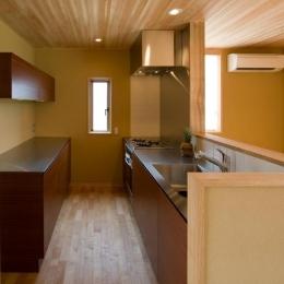使いやすい木を感じるキッチン (東海の家)