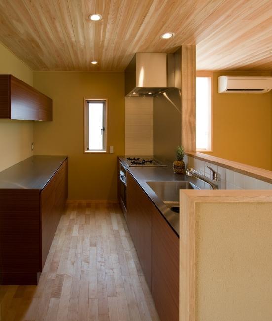 東海の家の部屋 使いやすい木を感じるキッチン
