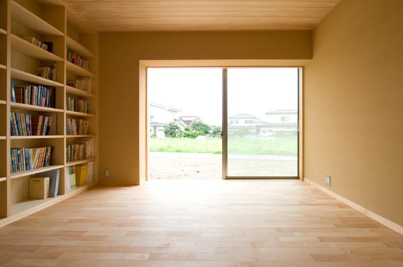 東海の家の部屋 明るい本棚のある部屋