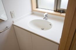 東海の家 (シンプルな白い洗面台)