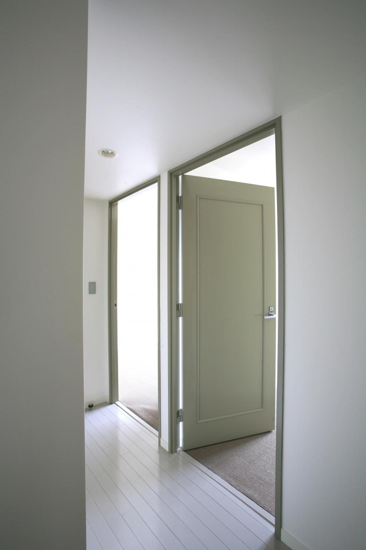 K邸 (廊下から寝室へのドア)