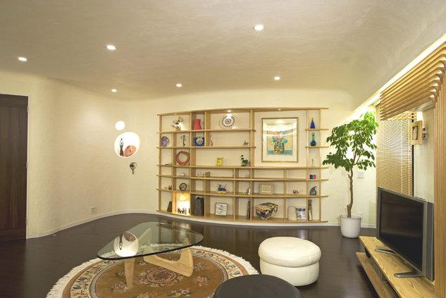 moo やわらかないえの部屋 漆喰塗りの壁が印象的なリビング
